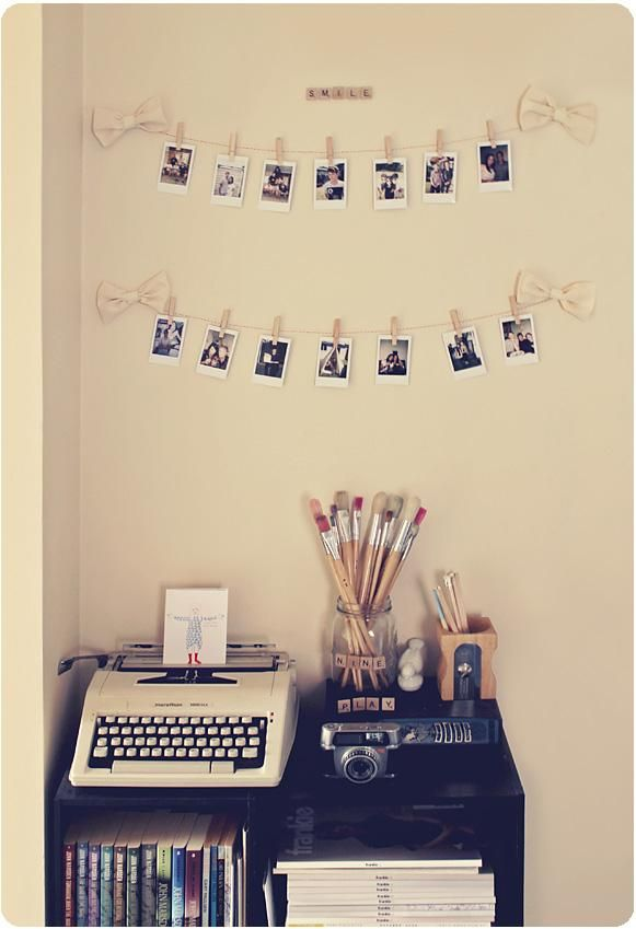 Maybe you don't have a typewriter and a jar of paintbrushes lying around but it's not hard to find some string and clothespins to display photos, cards or postcards!