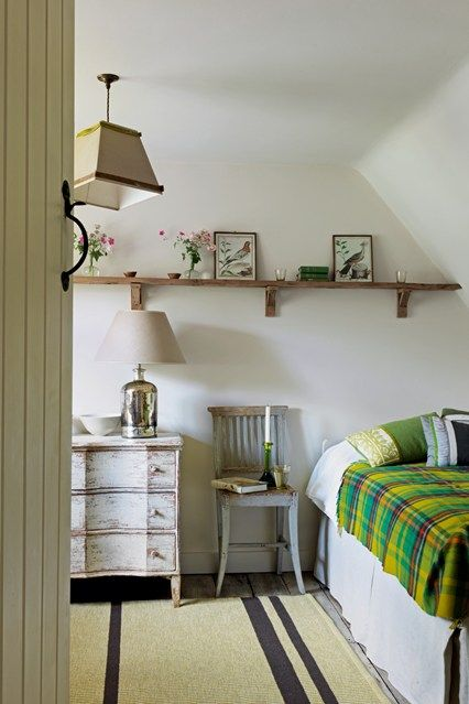 Small Bedroom Cotswolds Cottage - Small Space Ideas (houseandgarden.co.uk)