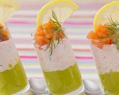 Verrines de mousse d'avocat et saumon fumé : http://www.fourchette-et-bikini.fr/recettes/recettes-minceur/verrines-de-mousse-davocat-et-saumon-fume.html