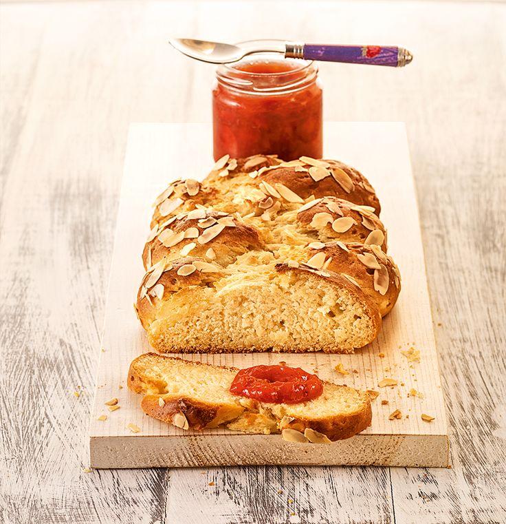 Apfel-Quark-Zopf - Ein saftiges Brot zum Frühstück mit einer Mandelkruste