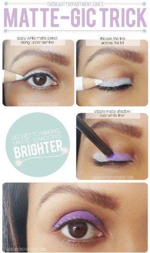 Use delineador ou sombra branca em seus olhos, para que as sombras coloridas e o delineador se destaquem. | 44 truques de beleza de garotas preguiçosas para experimentar agora mesmo