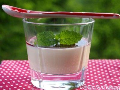 Panna cotta med hvit sjokolade og bringebærcoulis | TRINEs MATbloggTRINEs MATblogg