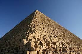 La piramide de Keops, Tours desde Hurgada a Cairo y visita de las piramides de Guiza y visita de la esfinje #tour_Hurgada #Cairo #visita_en_Cairo_desde_Hurgada  http://www.maestroegypttours.com/sp/Excursi%C3%B3nes-en-Egipto/Hurghada-Excursiones