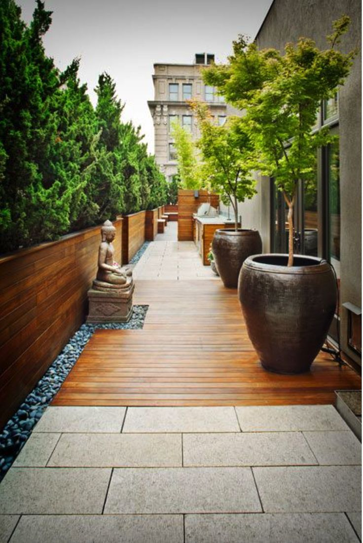 We are inspired by this tranquil decor for a terrace garden.