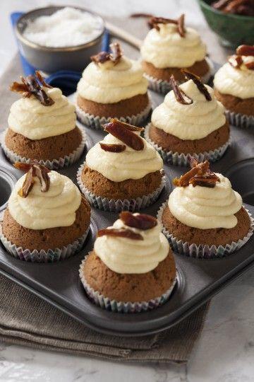 #muffinki marchewkowe z kremem mango-kokosowym i daktylami. #carrotcake #muffins #mangocake #delektujemy #bakalland