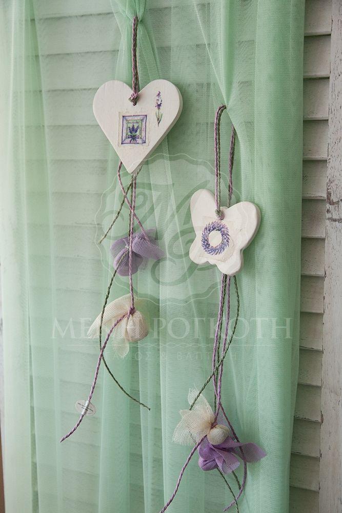 Μένη Ρογκότη - Μπομπονιέρα κρεμαστή πήλινη καρδιά και πεταλούδα