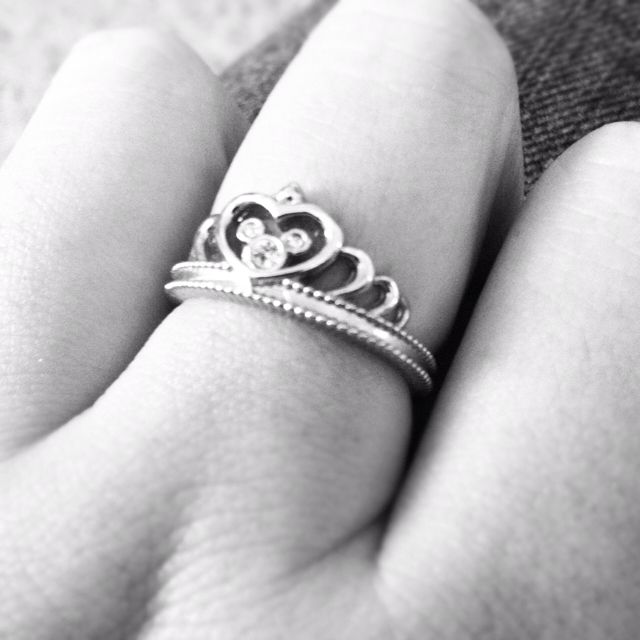 Mickey mouse ring! If you know where I can get this, please tell me ;)