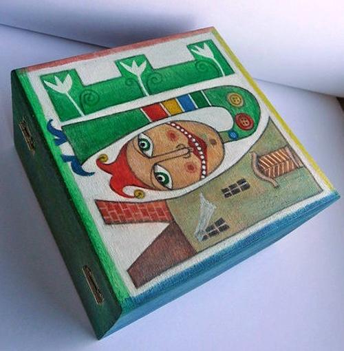 MOJE dřevěná krabička - rozměry: 13x13 cm, výška 8 cm, tloušťka dřeva 1 cm, malovaná akrylovými barvami, přelakovaná