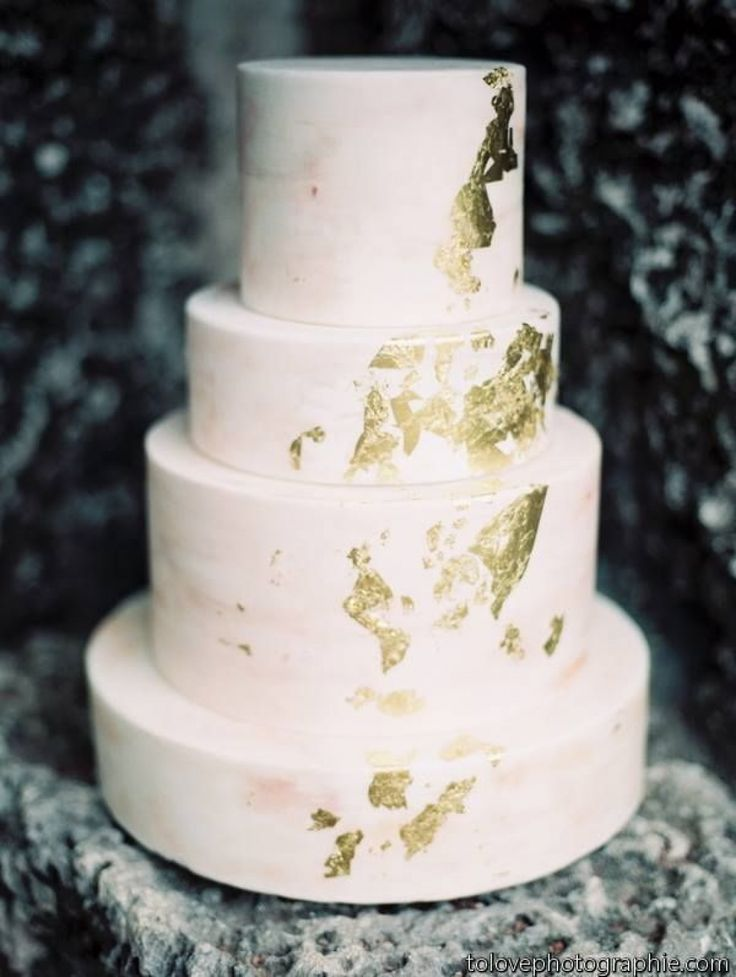 Wedding Cakes / Gold Dusted (instagram: the_lane)