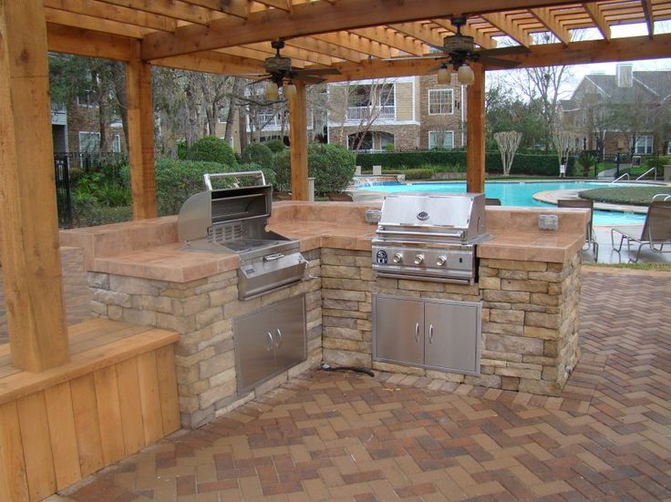 9 best images about paver stone patio ideas on pinterest for Outdoor kitchen brick design