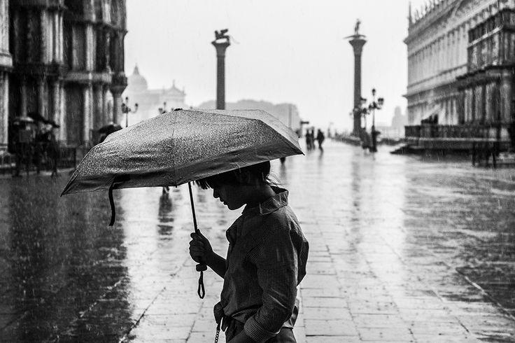 Low population,too much tourism,Venice at risk. #veniceheritageatrisk #UNESCO ph @SimonPadovani @awakeninginfo
