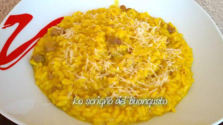 RISOTTO CURCUMA E SALSICCIA  CLICCA QUI PER LA RICETTA                            #likefood #risotti #primipiatti #foodblogs #foodporn #curcuma #salsiccia  http://loscrignodelbuongusto.altervista.org/risotto-curcuma-e-salsiccia/