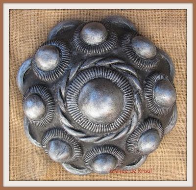 ateljee de Kraal - grote betonnen knop