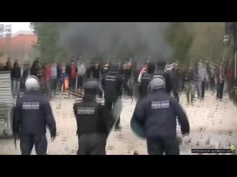 Bulgarien: Krawalle im Flüchtlingszentrum Harmanli.  Die Flüchtlinge wüteten, weil sie wegen sich schnell ausbreitender Krankheiten, Hautkrankheiten, Windpocken ,Virusinfektionen, unter Quarantäne gestellt wurden.  Sie dürfen das Zentrum zum Schutz der Bevölkerung nicht verlassen. Die Illegalen legten überall Feuer, warfen ihre Betten raus, zündeten Matratzen an, zerstörten mehrere Gebäude.  200 Migranten wurden festgenommen. 14 Polizisten wurden verletzt.