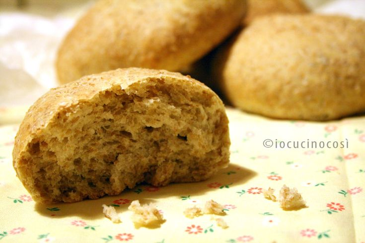 Panini integrali con crusca di grano | Ricetta base pane