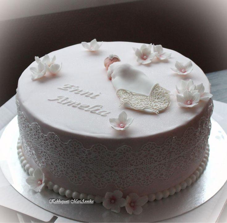 Enni Amelian juhlan kakku pukeutui sokeripitsiin :)
