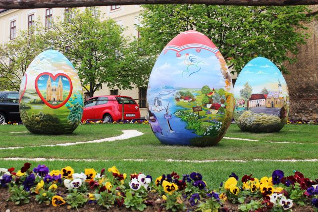Easter decoration painted by local Croatian Naive artists