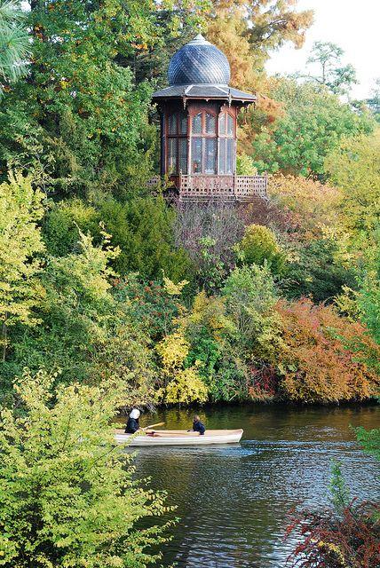 Bois de Boulogne - Niché au milieu du Lac inférieur