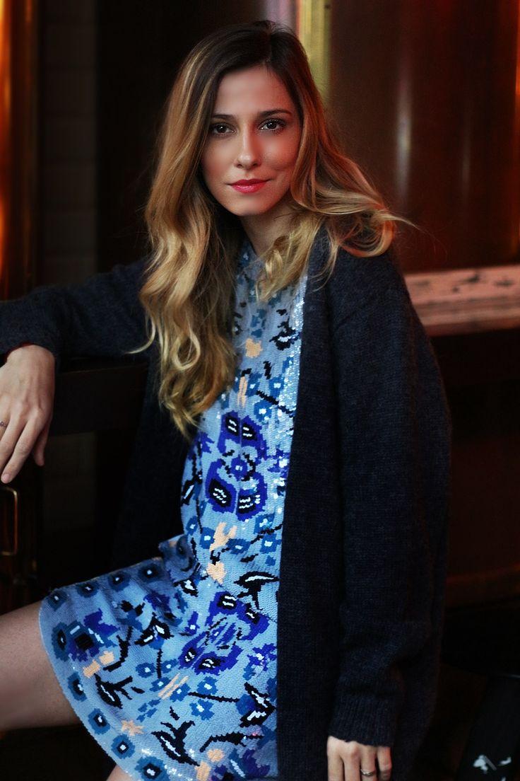 Dana Rogoz, pregatita pentru petrecerea dintre ani intr-o rochie Antik Batik cu paiete si voal. Vezi rochia aici: http://www.dressbox.ro/rochii/antik-batik-ab01.html