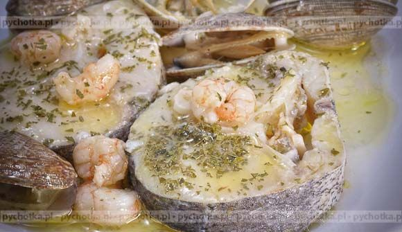 Filet z flądry lub soli i owoce morza z grilla