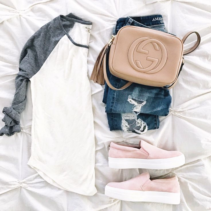 Baseball tee and pink sneakers casual outfit inspiration. Click through for outfit details.