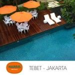 Hotel Harris Tebet... santai pake lounger rotan