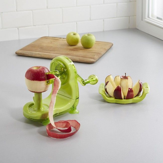 Peel and core apples with ease using the Starfrit Apple Pro Peeler with Bonus Corer. To peel, just attach your apple to the peeling stand and turn the crank.