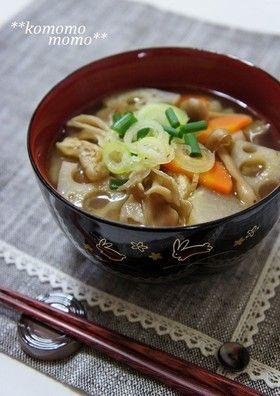 ♥ほっこり♥きのこと根菜の食べる味噌汁 by komomoもも [クックパッド ...