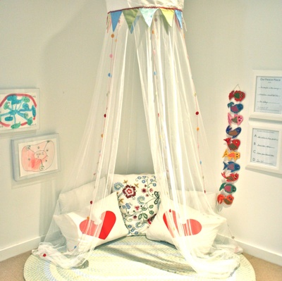 Need a book nook for Naomi's room - i have the perfect corner, just need to dress it up...