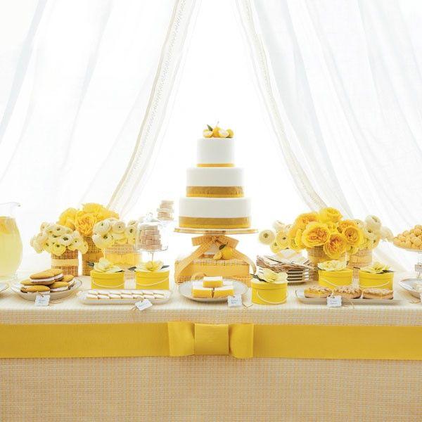 Céderez-vous à la tentation des tables de desserts pour votre mariage – partie 2 - Malgré notre petit article de la semaine dernière, votre cœur balance toujours entre pièce montée et wedding cake, alors dans ce cas pourquoi ne pas proposer à vos invités une table de desserts. Vous pourrez y inclure macarons, cake pops, cannelés, choux, meringues, cup cake, biscuits et mignard... - http://www.yesidomariage.com/deco/cederez-vous-la-tentation-des-tables-de-desserts-