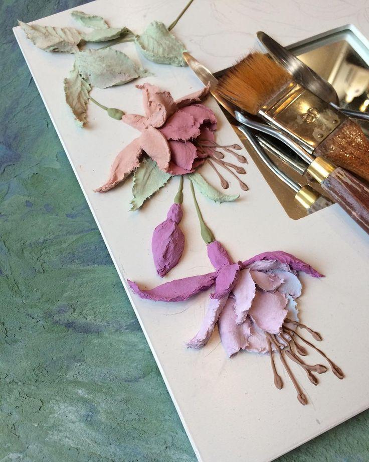 Кто-нибудь уже пробовал создать фуксию из декоративки? У меня вот так получается. Доброго дня вам всем!!!#объемнаяживопись #скульптурнаяживопись #барельеф #картина #декоративнаяштукатурка #ручнаяработа #handmade #панно #handmade #decorativeplaster #painting #объемнаякартина #обьемныйдекор #объемныйдекор #лепнина #craft #handcraft #sculpturepainting #мкскульптурнаяживопись #decor #фуксия #фуксии