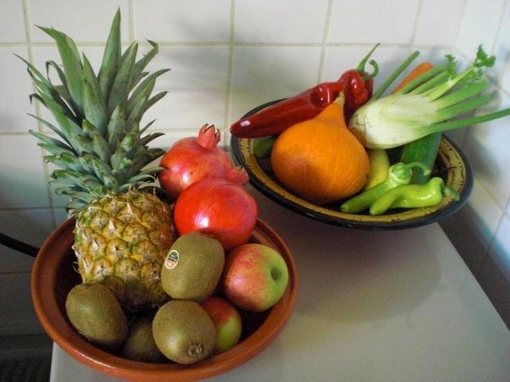 Gezond eten is van belang. Zo zien mijn groenten en fruitschalen er uit. Bijna zonde om het aan gort te hakken voor een gerecht.