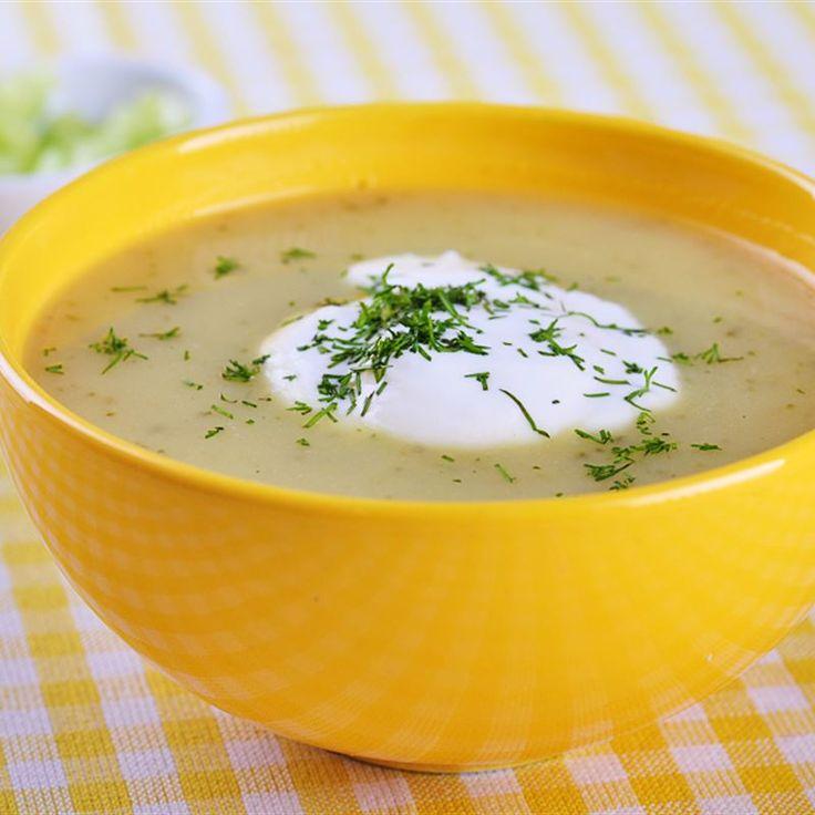 Zupa kremowa z ogórków  charakteryzuje się gęstą konsystencją, aksamitnym połyskiem i wyrazistym smakiem warzyw z przyprawami. Im gęściejszą zupę chcesz otrzymać, tym więcej warzyw powinieneś…