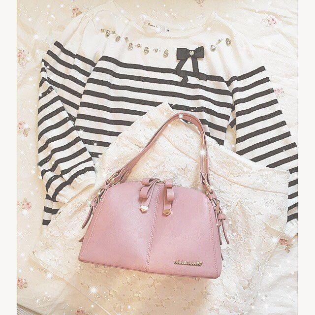 ⋈_________⋈  .  .  #ootd 💗  .  tops 💗 couturebrooch  skart 💗 @lodispotto_official   bag 💗 @jillstuart.jp  .  .    #jillstuart #bag #pink #nit   #couturebrooch #skart   #lodispotto #code #mamacode #mamafashion   #instafashion #fashion   #ジルスチュアート #リボンノットバッグ   #ボーダーコーデ #ボーダー   #クチュールブローチ #レーススカート   #ロディスポット #コーデ   #ママファッション #今日のコーデ   #お洒落さんと繋がりたい