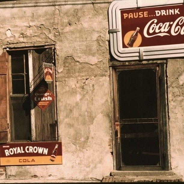 Golos Ameriki V Instagram 1939 God Gorod Natchez Shtat Missisipi Vitrina Magazina Ili Kafe Foto Biblioteka Broadway Shows Broadway Show Signs Crown Royal