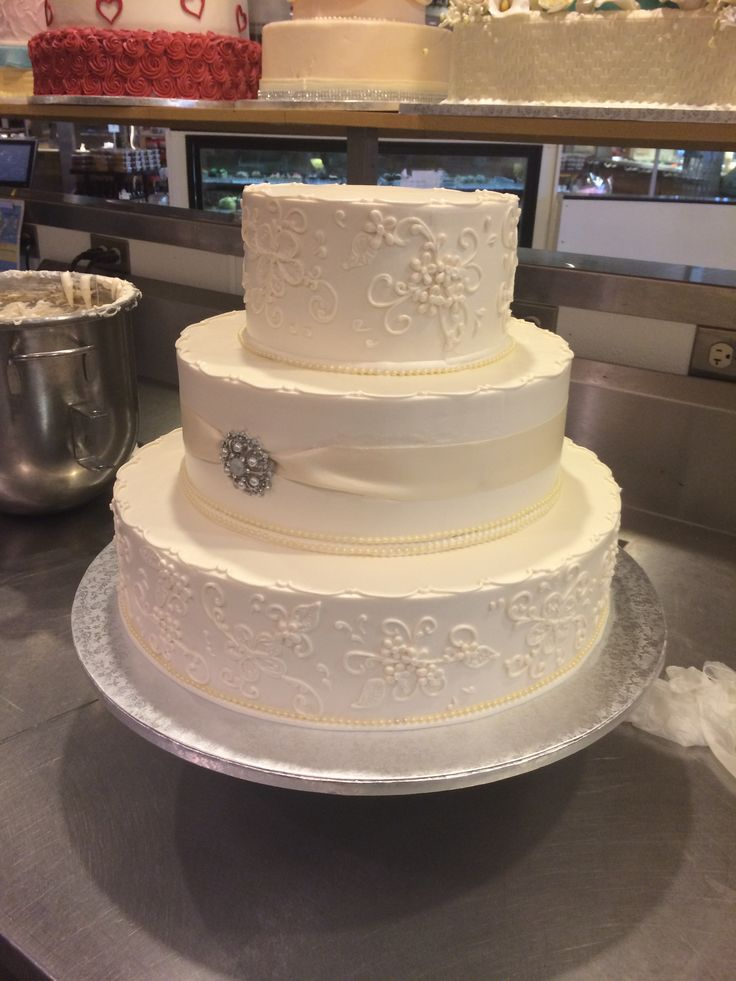 Publix GreenWise Wedding Cake. Hyde Park; Tampa, FL.    Obviously not this big but I love the design