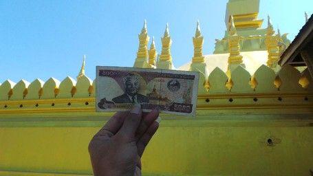 Aneka Fakta Menarik Soal Stupa Emas Di Laos - http://darwinchai.com/traveling/aneka-fakta-menarik-soal-stupa-emas-di-laos/