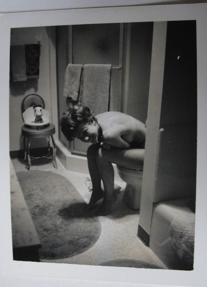 Candid Shot Of Nude Woman On Toilet Nude Sexy Vintage 60S -7669
