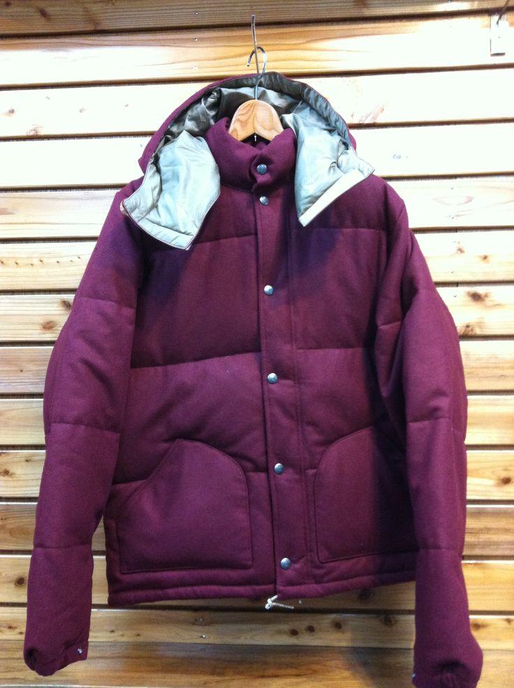 シェラデザインからウールを表面に使ったマウンテンジャケットです。 定番の形に毛玉になりにくいウール素材。 いいとこ取りのジャケットです。 価格¥36,750-