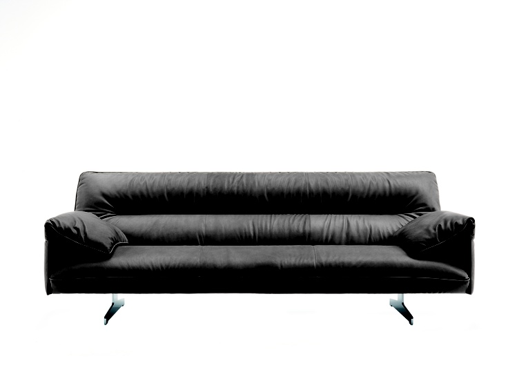 A soft, ethereal structure. An elegant and enveloping sofa that promises pure relaxation.