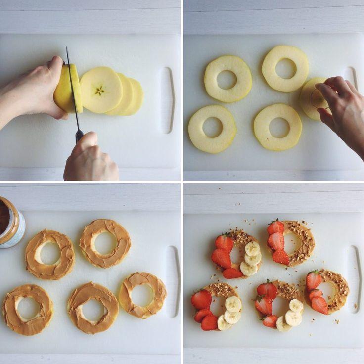 VEGAN SNACK Gli snack durante la giornata non possono mancare, per questo ho pensato a qualcosa di diverso dal solito, pieno di energia e golosità. Questi snack vegani si preparano in pochi minuti, se non avete mai provato il burro d'arachidi con la mela non sapete cosa vi perdete! INGREDIENTI 1 mela 5 fragole 1 banana Burro d'arachidi Granella di nocciole Cocco disidratato https://youtu.be/yQ_uVcUHx84 PROCEDIMENTO Lavate una mela e tagliatela dalla parte laterale otten...