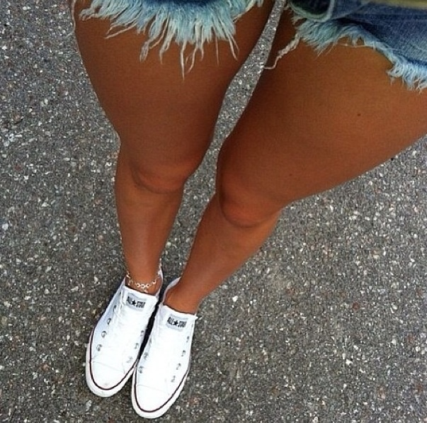 jean shorts + converse