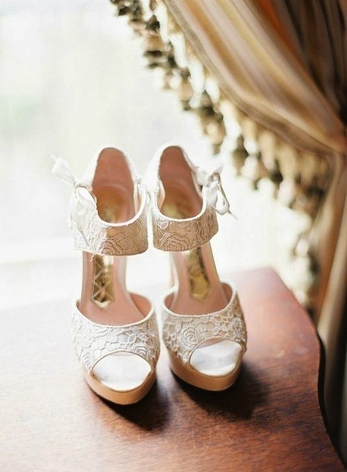 Lace heels: White Shoes, Style, Wedding Shoes, Weddings, Lace Shoes, White Lace, Heels, Chine Laundry, Bridal Shoes