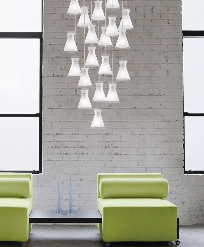 Design project: rosone multiplo Rosone multiplo a 15 o 19 elementi illuminanti realizzato in metallo laccato bianco per sospensioni Boa, Gemma, Lumé, Prosecco, Memory. #deMajoIlluminazione, #sospensioni, #lampadari, #design