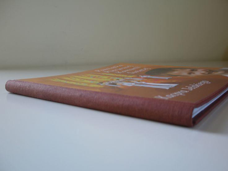 oprawa intoligatorska zapewnia wysoką jakość i trwałość książki.