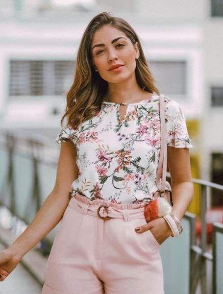 8fe18f7d54 Blusa Estampa Floral com tule e renda nas mangas Milalai em 2019 ...