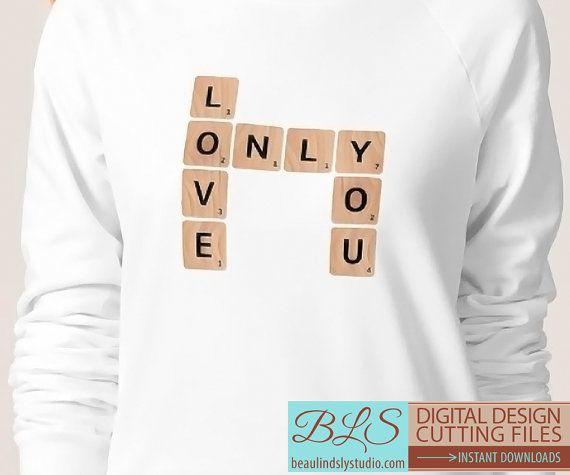 Valentijnsdag SVG snijden File: Liefde alleen u Scrabble™ merk formaat houten tegels, SVG-bestand voor silhouet patroon, SVG-bestand voor de Cricut projecten, DXF-bestand, SVG-bestandsindeling PNG spiegelbeeld vijl. Valentines Day decoraties kunnen worden gemaakt met de bestanden snijden. Het PNG-bestand is ideaal voor Valentines Day Clip Art of Love Clip Art.  De tegels kunnen worden gesneden uit hout patterned papier, of u kunt de opgenomen vrije afdrukbare woodgrain papier, KMOs tot 8,5 x…