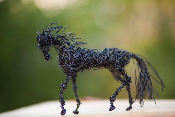 Halloween Geschenk Pferdeskulptur Pferd Figur von NirVenaArt