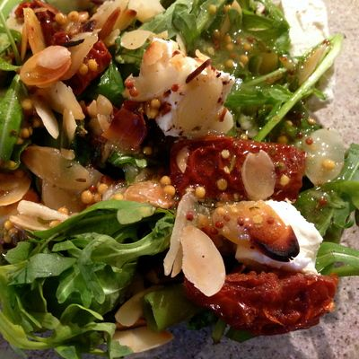 Salad with feta, dry tomatoes and almond flakes