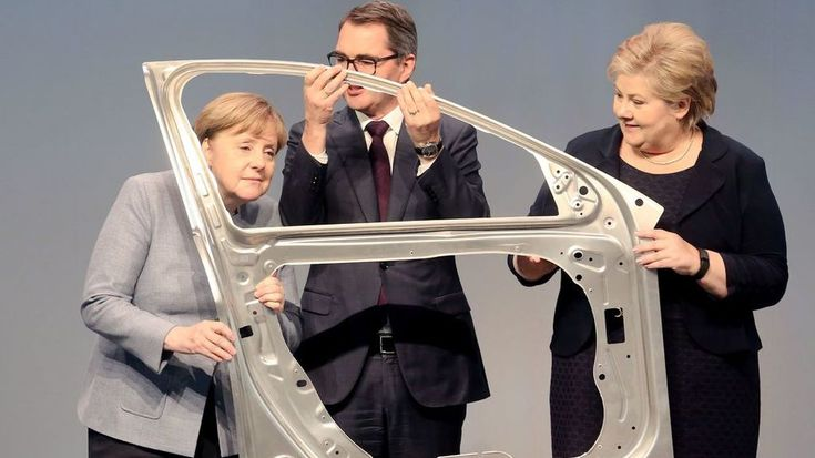 MODERNIZATION: Erna Solberg met her German colleague, Chancellor Angela Merkel, together with Hydro's CEO Svein Richard Brandtzæg, during the opening of the Norwegian company's new factory in Grevenbroich, Germany earlier this year. Photo: Roland Weihrauch AFP Napoleon III was rumored to have eaten of aluminum plates while his guests had to make do with ones made of gold. Anecdote shared by Hydro CEO, Svein Richard Brandtzæg at the Energirikekonferansen in Haugesund. Hydro's history i...